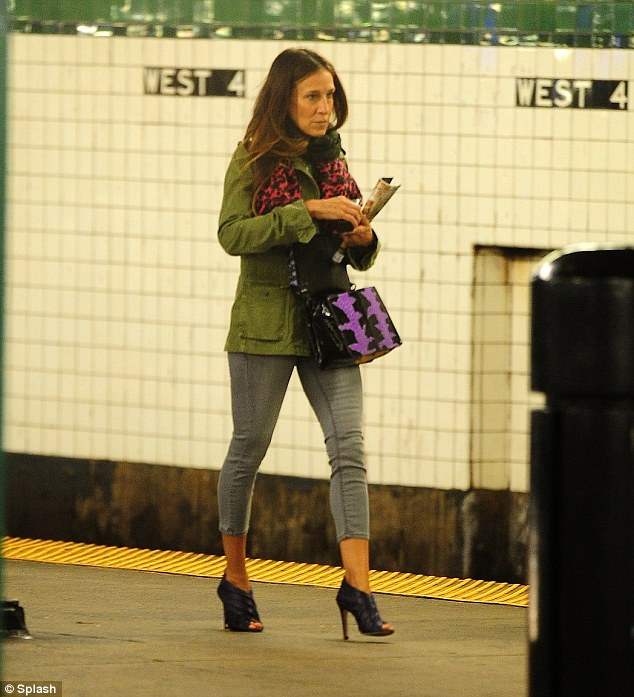 Sarah Jessica Parker Rides The Subway In Heels ...