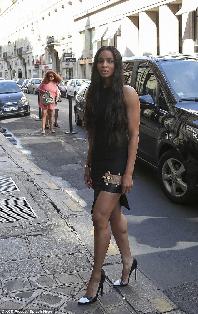 1411919035809_wps_30_Ciara_strolling_rue_Saint